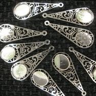 M87 - Pair of 3.4cm filigree tear drop pressings in Silver (Vintage)