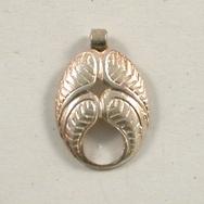 M31 - 1.7cm ornate oval pendant in Silver (1950s)
