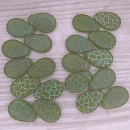 10 x Light Green drops with laser etched Giraffe 2 (18x12mm)