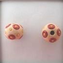 SB-85-B Red circles and Yellow dots bead