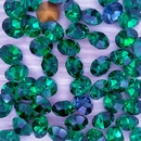 10 x 8mm chatons in Emerald Green (Vintage Czech)